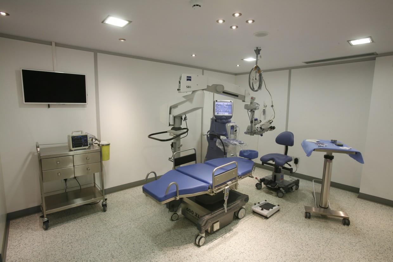 Άποψη από αίθουσα χειρουργείου καταρράκτη